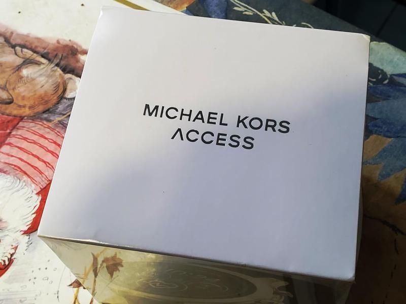 Смарт часы Michael Kors Access Runway 4 Gen Stainless Steel G/B - Фото 4