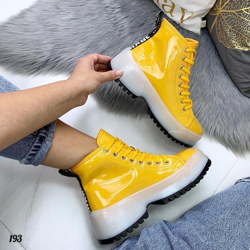 Яркие лаковые ботинки на прозрачной подошве качество люкс