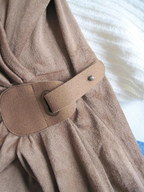 Стильное осеннее замшевое платье на запах promod - Фото 3