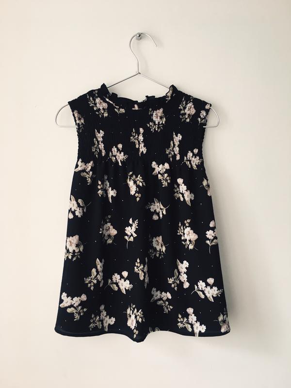 Актуальная черная блузка с нежным цветочным принтом и воротник... - Фото 5