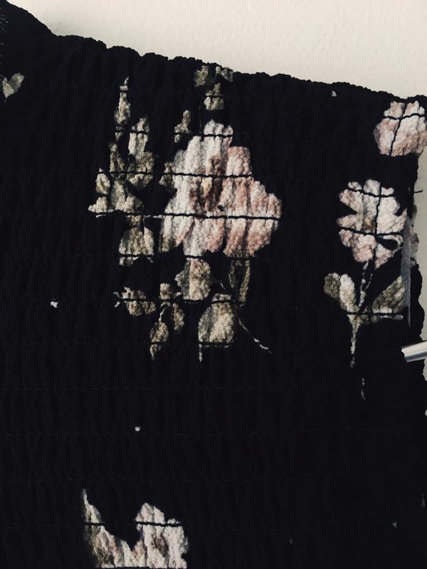 Актуальная черная блузка с нежным цветочным принтом и воротник... - Фото 8