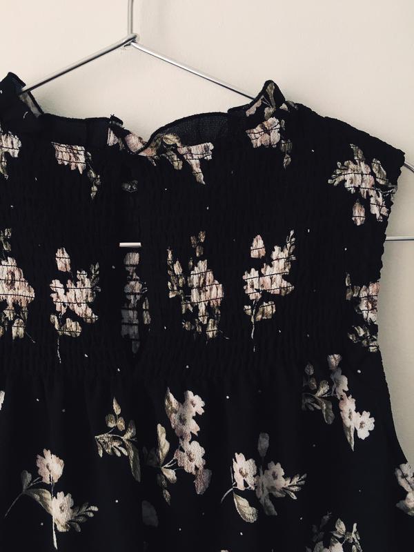 Актуальная черная блузка с нежным цветочным принтом и воротник... - Фото 10