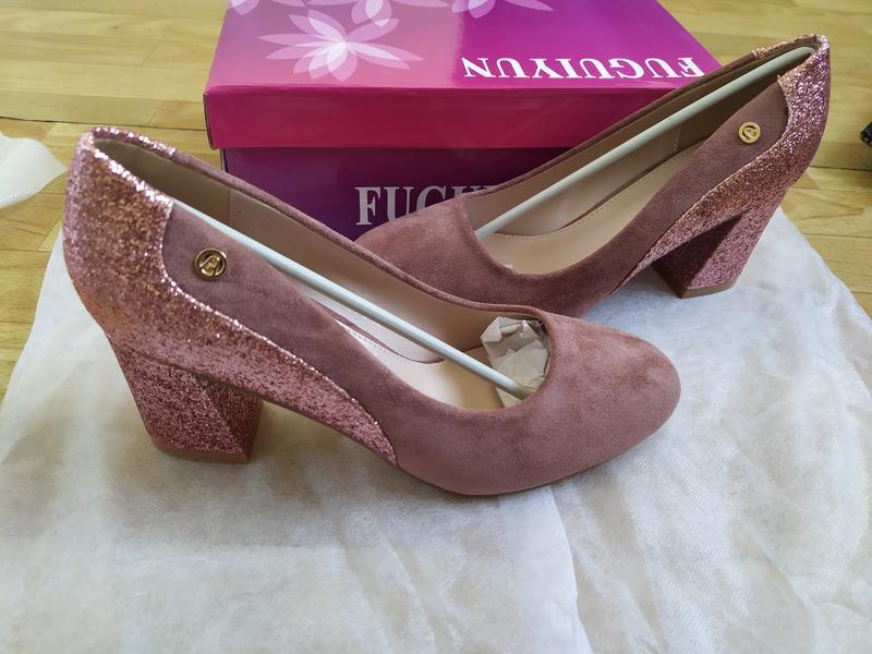 Женские розовые замшевые туфли на устойчивом каблуке