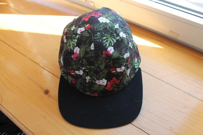 Привлекательная яркая унисекс кепка/бейсболка в цветы asos pan...