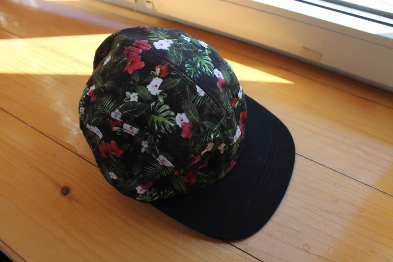Привлекательная яркая унисекс кепка/бейсболка в цветы asos pan... - Фото 2
