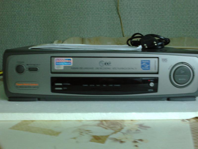 Видеомагнитофон LG модель/ L216.