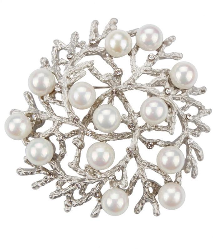 Красивая брошь жемчужное диво серебро