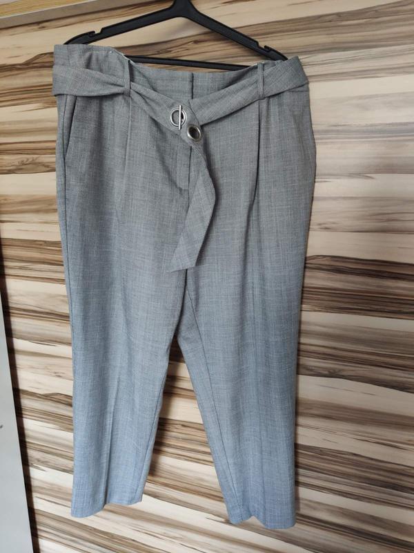 Стильные серые штаны брюки с защипами