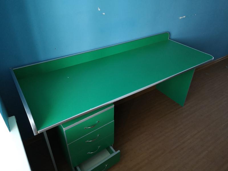 Письменный стол + тумбочка + кресло - Фото 2