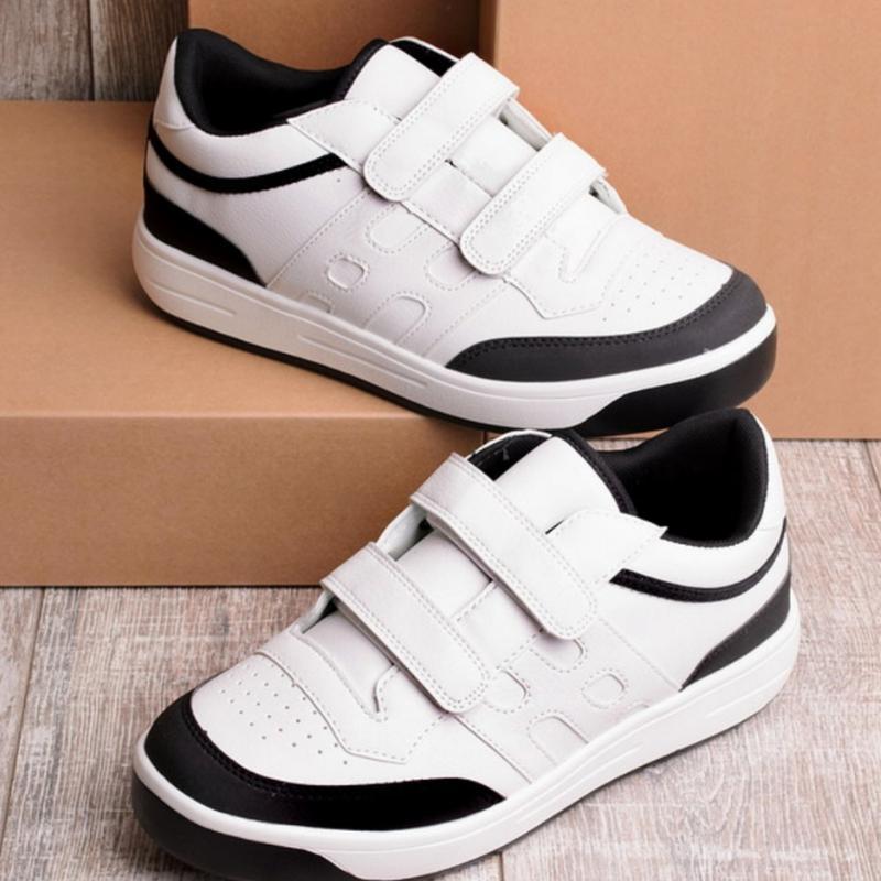 Чёрно-белые кроссовки на липучках