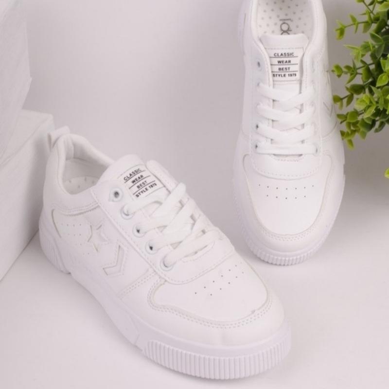 Белые кроссовки на шнуровке - Фото 4