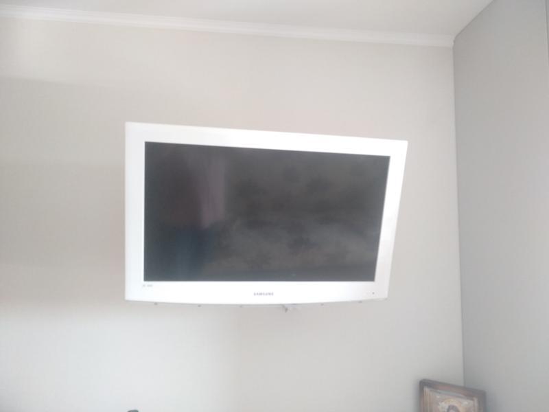 Навес ТВ на стену