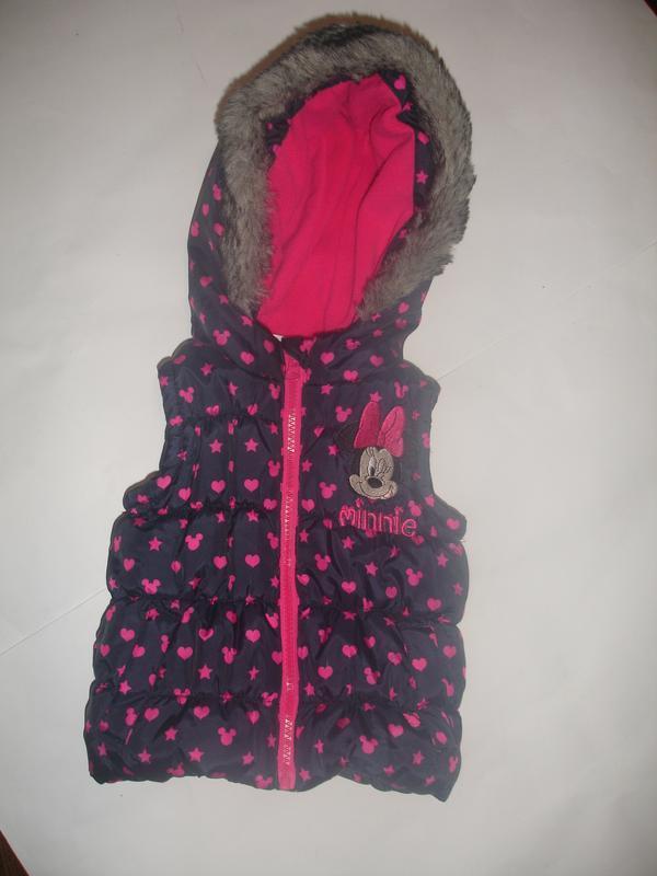 Фирменная теплая жилетка с минни девочке на год-два в идеале