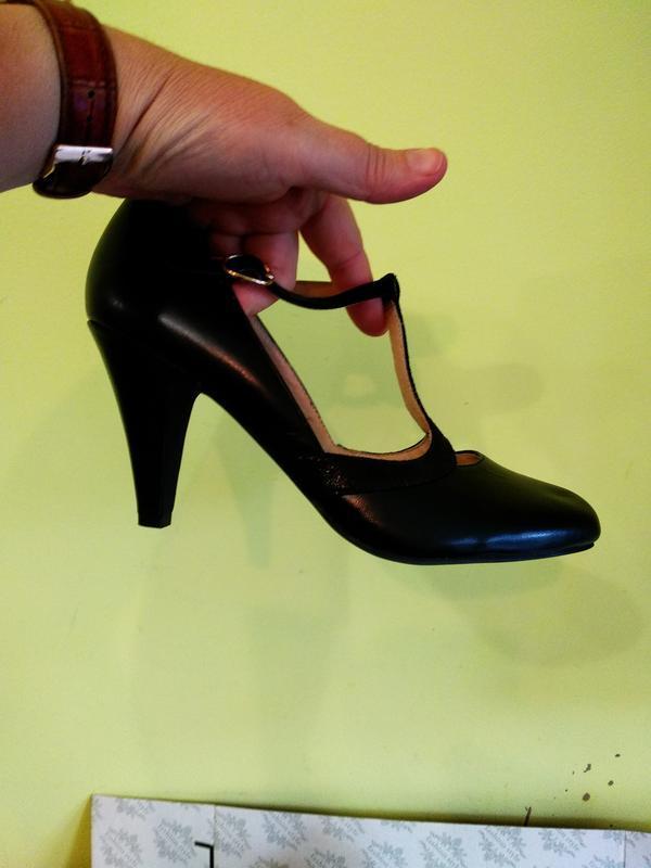 Туфлі 38 розмір бренд andre - Фото 4