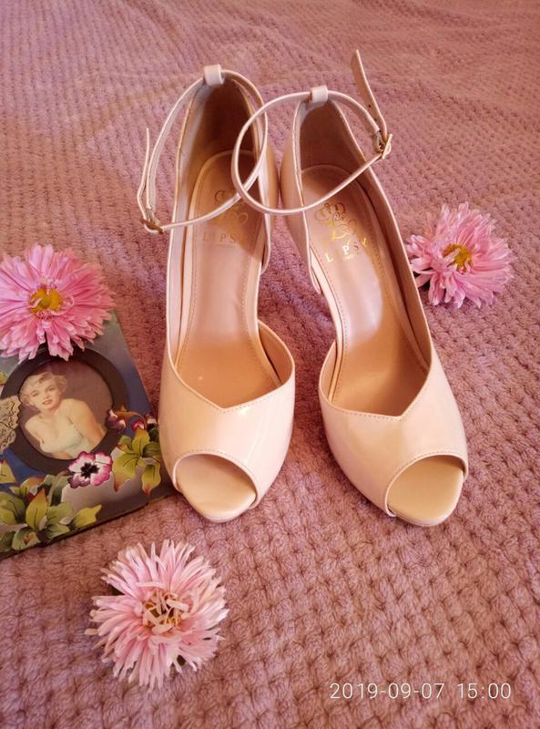 Туфли. туфельки. беж. стильные. лондон. lipsy. удобные. универ...