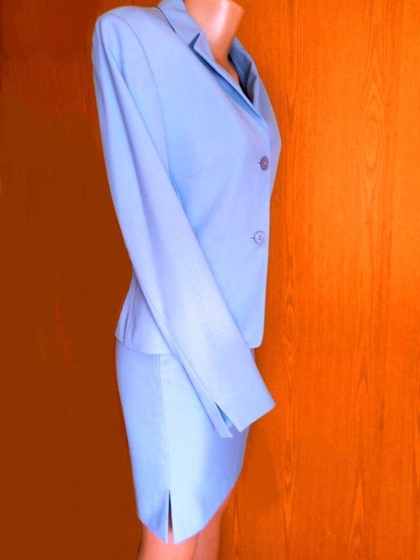 Красивый стрейчевый костюм chr серо-голубой (пиджак и юбка)