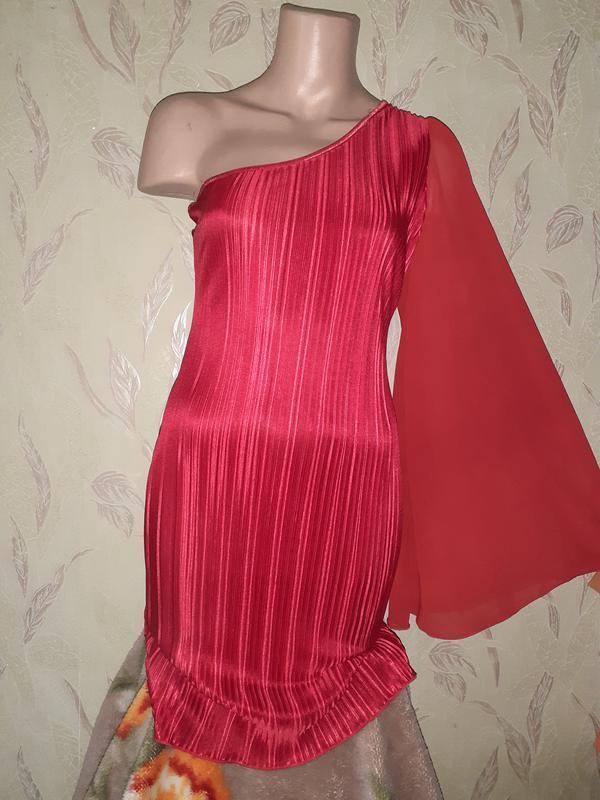 Красное платье на одно плечо плиссе, длинный рукав. - Фото 2