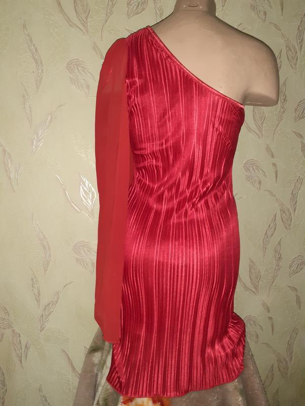 Красное платье на одно плечо плиссе, длинный рукав. - Фото 3