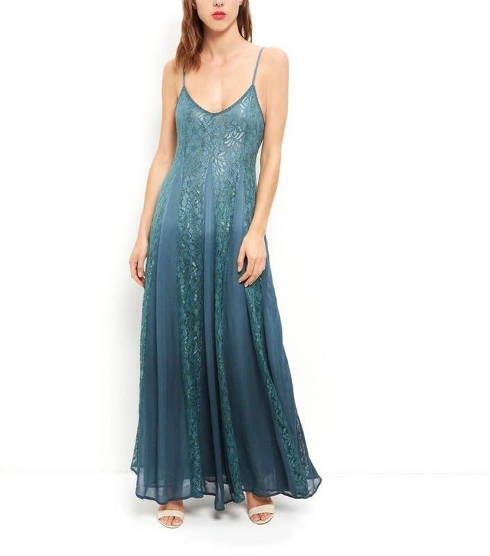 Платье с кружевом длинное, а силуэт.