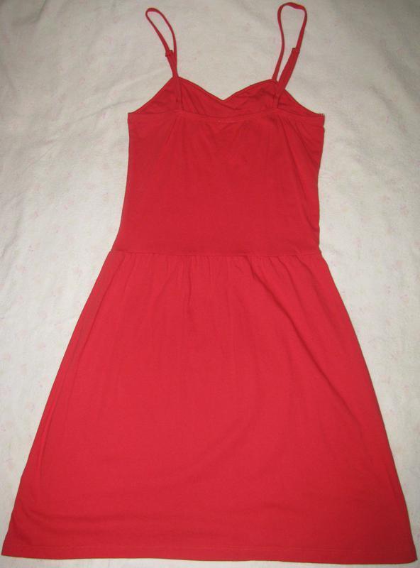 Красное платье с красивым орнаментом на лифе. - Фото 2