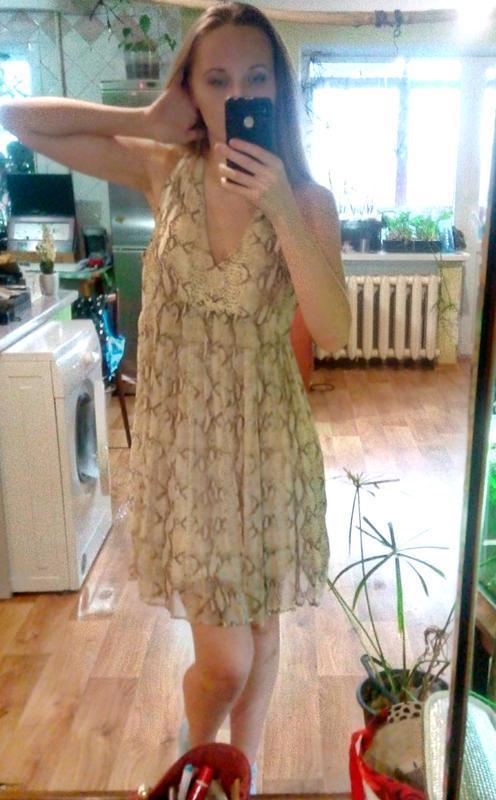 Стильное  платье сарафан сукня в хищный принт с v-образным выр...