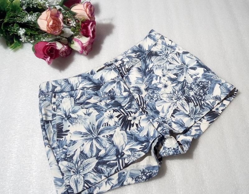 Стильные трендовые сине-белые короткие летние хлопковые шорты ... - Фото 2