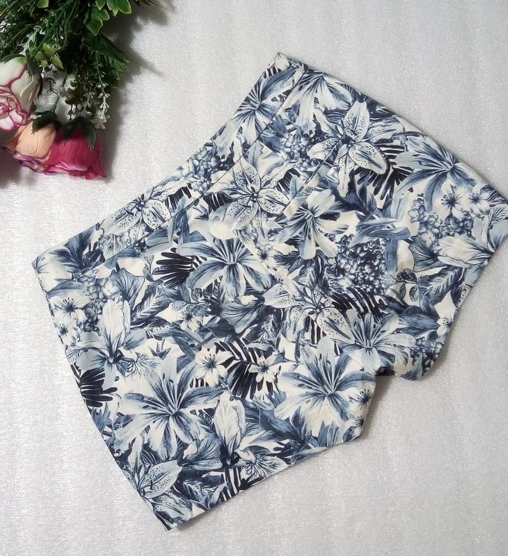 Стильные трендовые сине-белые короткие летние хлопковые шорты ... - Фото 3