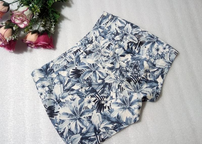 Стильные трендовые сине-белые короткие летние хлопковые шорты ... - Фото 4