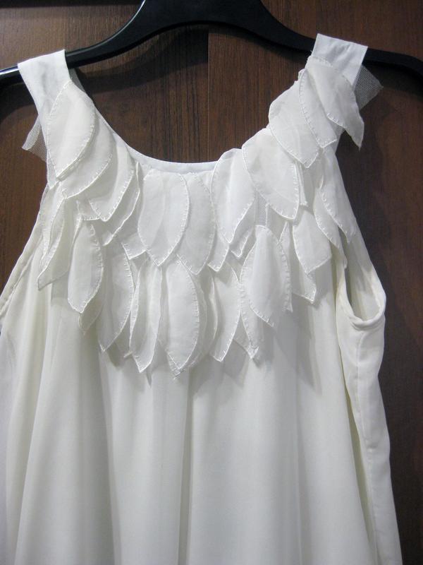 Платье ax paris туника белое декор лепестки - Фото 2