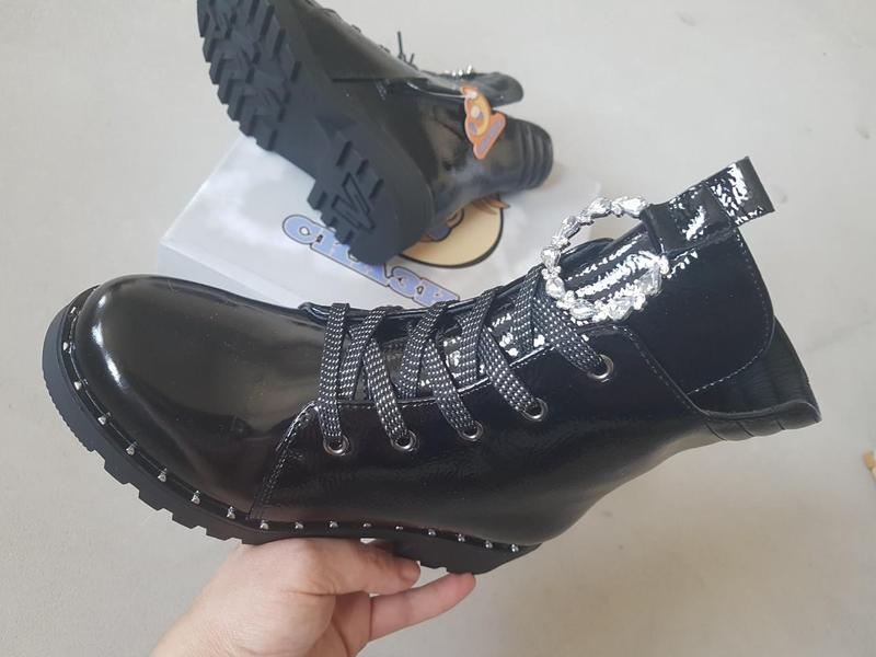 Лаковые утепленные деми ботинки сказка на флисе с супинатором - Фото 2