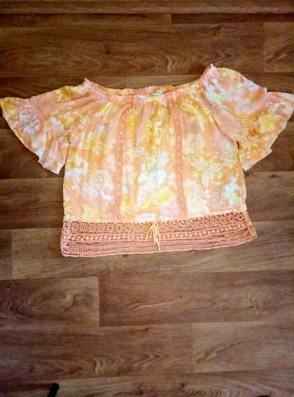 Подарок при покупке 2-х вещей.блузка открытые плечи 50- 52р!