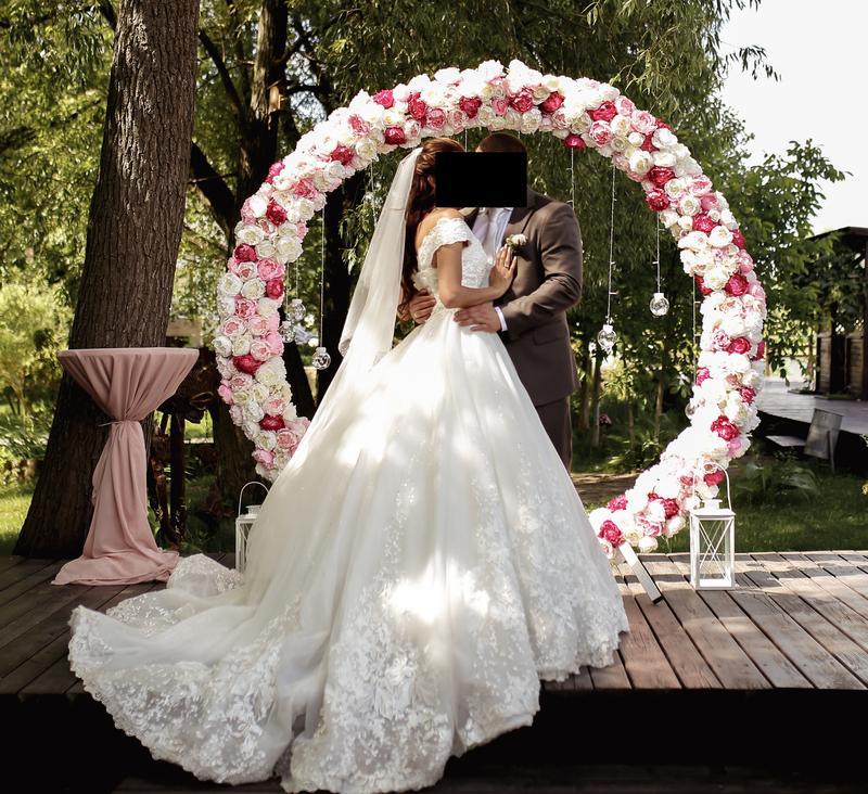 Пышное свадебное платье от Alberta Ferretti в отличном состоянии
