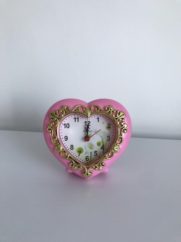 Настольные часы, часы в форме сердца, будильник.