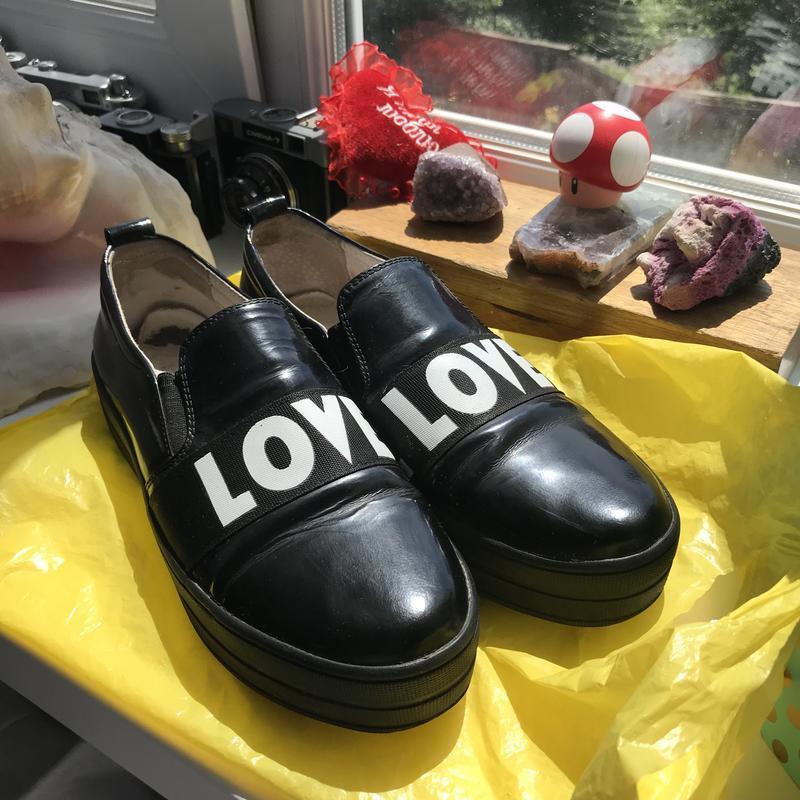 Слипоны натуральная кожа туфли черные с надписями love