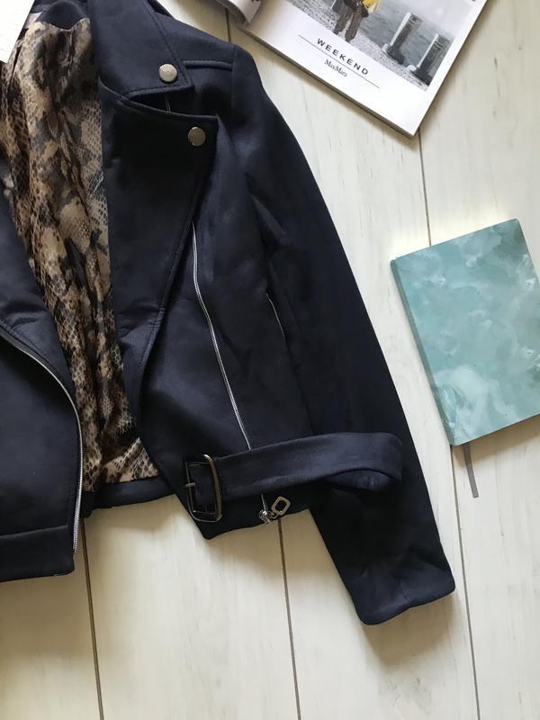 Темно синяя куртка косуха под замш - Фото 4