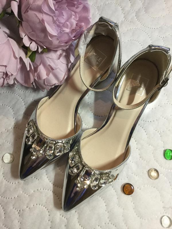 Туфли открытые зеркальные с камнями 39 размер