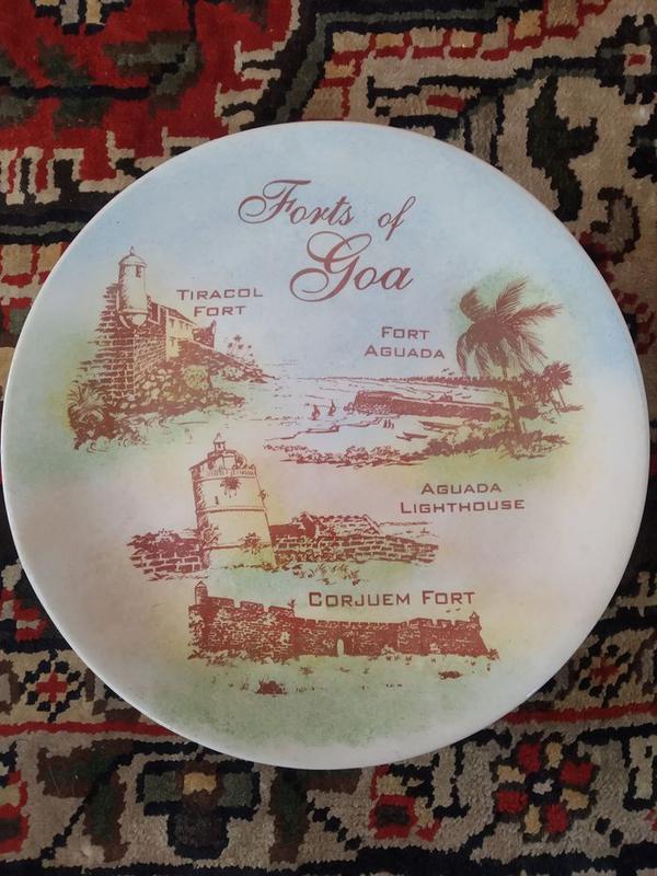 Тарелка настенная коллекционная сувенирная Гоа Индия фаянс