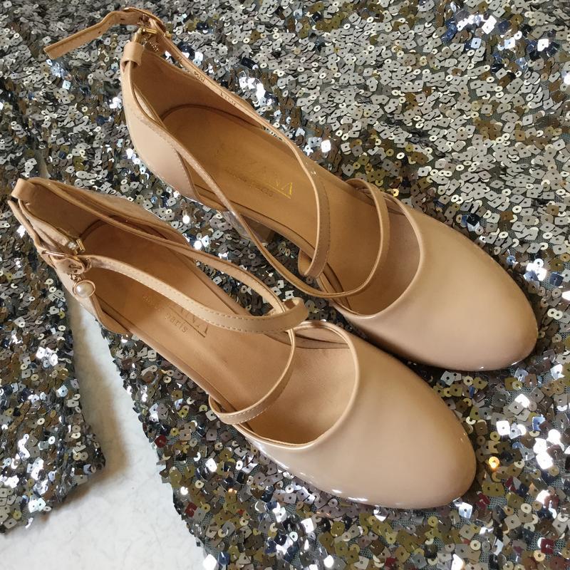 Туфли лаковые нюдового цвета размер 39