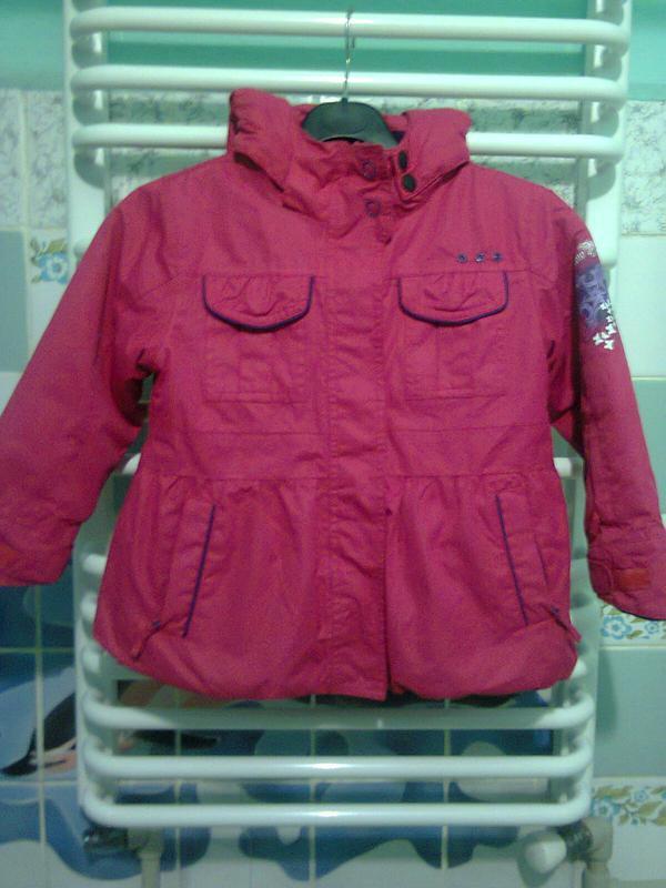 Розовая теплая курточка на девочку 5-8 лет. рост 122-134 см.