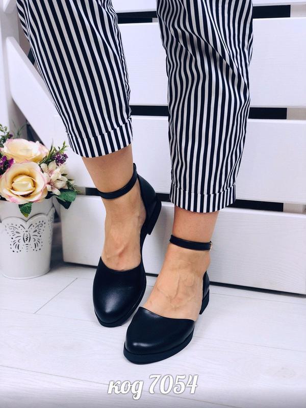 Чёрные кожаные открытые балетки с ремешком,чёрные открытые туф...