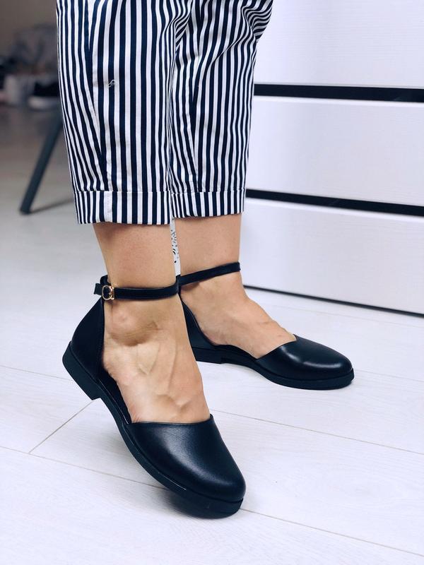 Чёрные кожаные открытые балетки с ремешком,чёрные открытые туф... - Фото 3