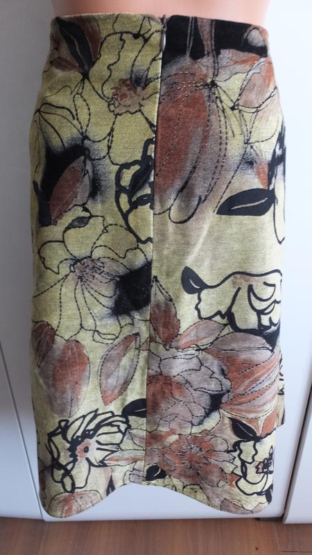 Плотная расклешенная иолодежная юбка ассиметричная размер м /46 . - Фото 2