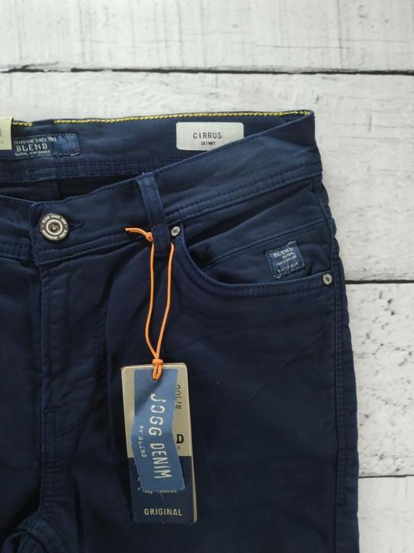 Брюки синие джинсового кроя плотные зауженные blend - Фото 6