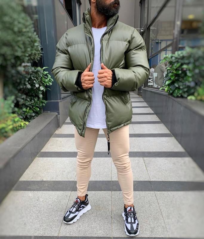 Кожаная мужская зимняя куртка пуховик цвета хаки - Фото 2