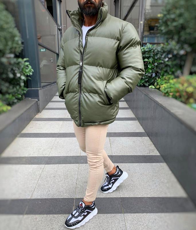 Кожаная мужская зимняя куртка пуховик цвета хаки - Фото 3