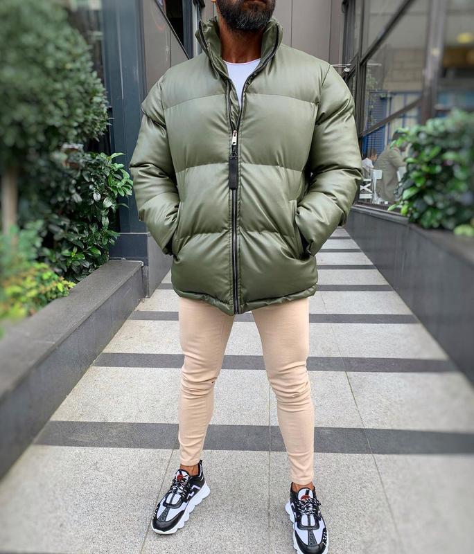 Кожаная мужская зимняя куртка пуховик цвета хаки - Фото 4