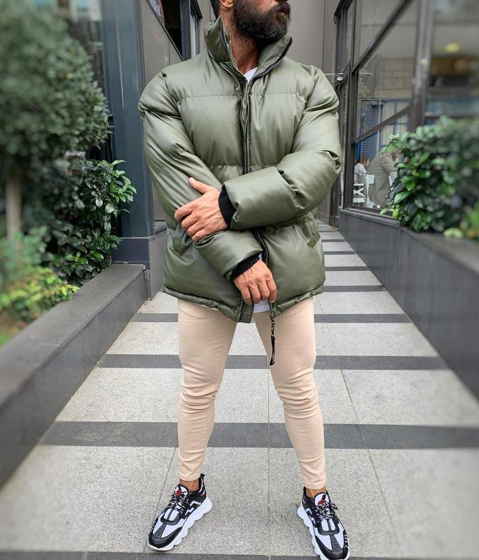 Кожаная мужская зимняя куртка пуховик цвета хаки - Фото 5