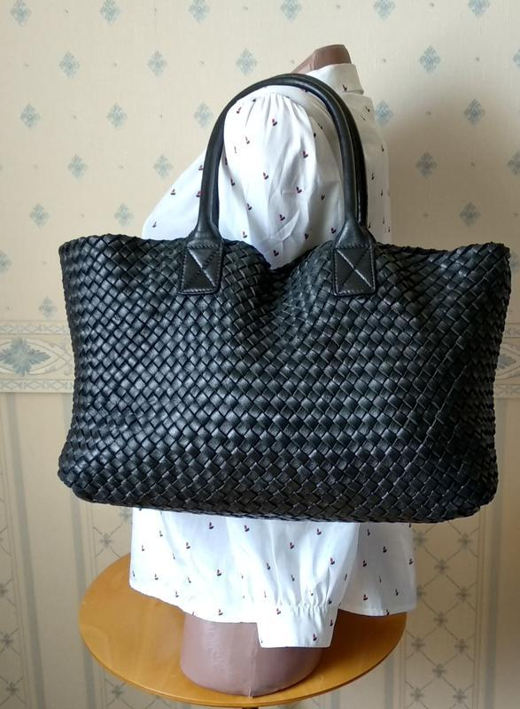 Статусная кожаная сумка bottega veneta cabat black