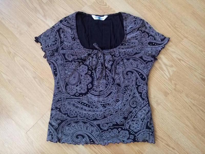 Летняя блуза-футболка