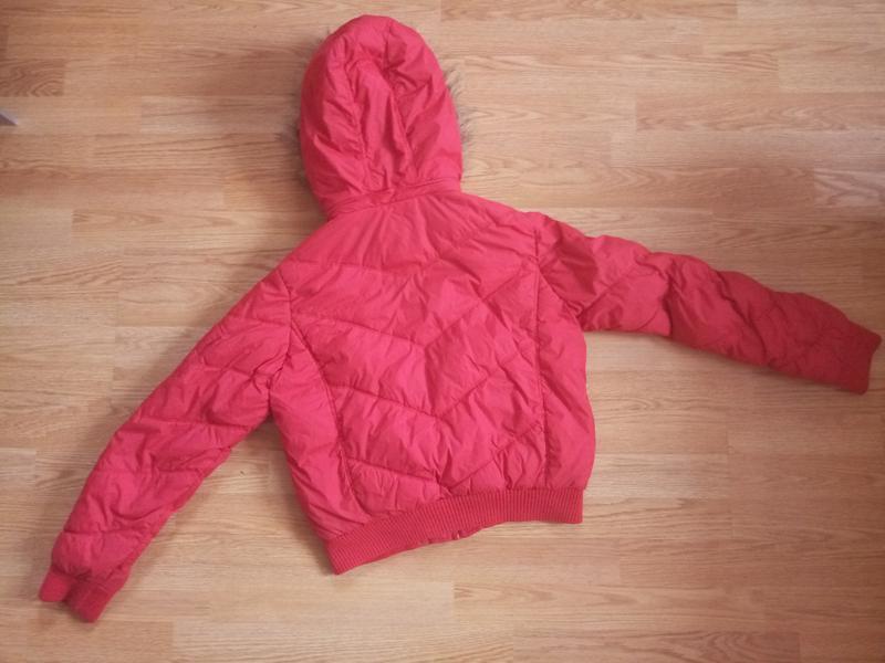 Зимняя куртка короткая с капюшоном - Фото 2